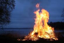 אש בשדות