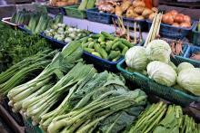 פירות וירקות בסופרמרקט