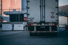 משאית עם תוצרת חקלאית